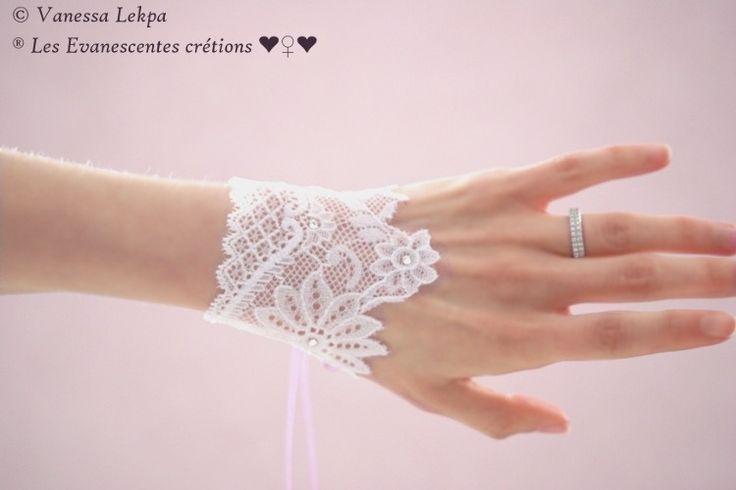 Manchettes mariage bracelet dentelle de Calais blanche swarovaki : Mitaines, gants par eva-creations
