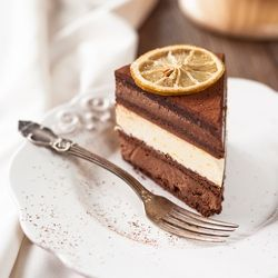 Chocolate Mousse and Lemon Cream Cake (scroll down for recipe in English)