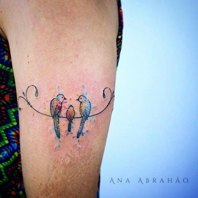 """Olha que lindo! Bela maneira de homenagear a família =) Tatuagem feita por <a href=""""http://instagram.com/abrahaoana"""">@abrahaoana</a> ❤️❤️❤️ Ana Abrahão Tattoo Artist. Brasília, Brasil.  Agenda aberta para Outubro  AnaAbrahaoink@gmail.com http://www.facebook.com/AnaAbrahaoInk"""