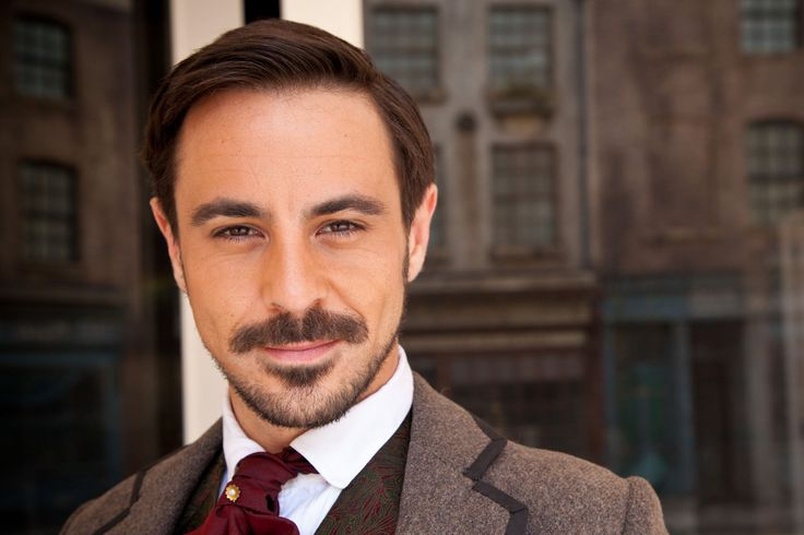 emun elliott, Is it just me or does anyone else get a Robert Downey Jr. vibe from him???