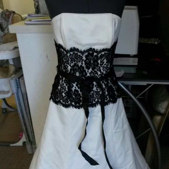 *Price Reduced* Floor length gown. Floor length gown, white with black trim. Strapless and corseted from the waist up for support. Back zip entry and black waist sash. It is in need of dry cleaning and rehemming. used twice as a bridesmaid dress. Can be used for any special occasion. If you would like me to dry clean it, let me know prior to purchase as that will increase the price. Same with rehemming the dress. Jessica McClintock Dresses