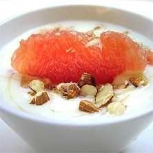 Yoghurt med grapefrukt och honung - Recept - Tasteline.com