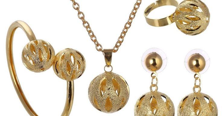 enis-jenis perhiasan banyak sekali mulai dari cara pembuatannya, bahannya, serta modelnya banyak sekali jenisnya. Dibawah ini adalah beberapa jenis perhiasan : 1.Cara Pembuatan Perhiasan