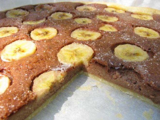 Τάρτα σοκολάτας με μερέντα και μπανάνες. Μια συνταγή για μια υπέροχη τάρτα με αφράτη μπισκοτένια ψημένη βάση με τη γλύκα της μερέντας και της μπανάνας. Μια