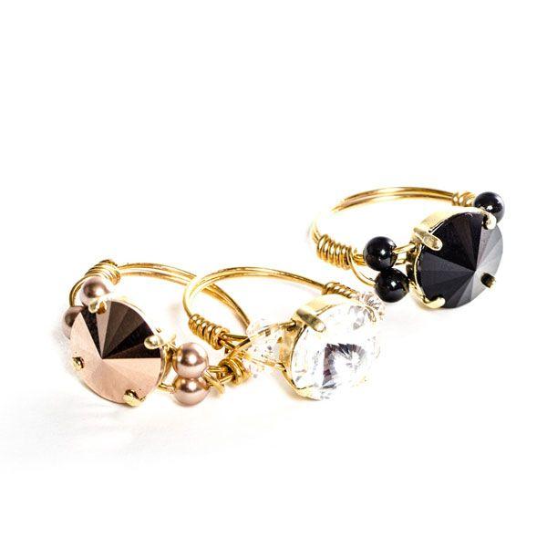 Edle selbstgemachte Ringe mit Swarovski Rivoli und Modellierdraht. Alle Materialien von Glücksfieber.