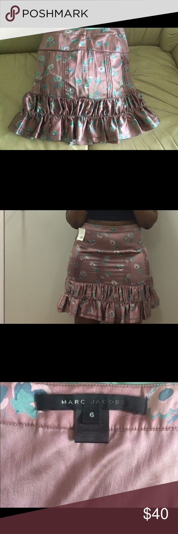 🎈🎈Marc Jacobs Frill Skirt🎈🎈 Marc Jacobs frill skirt for sale .. super cute flirty piece with detailed frills .... let's find her a new home Marc Jacobs Skirts Midi