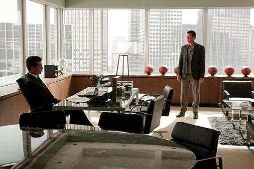 39 suits 39 inside harvey specter 39 s mind and office mesas for Bureau tv show