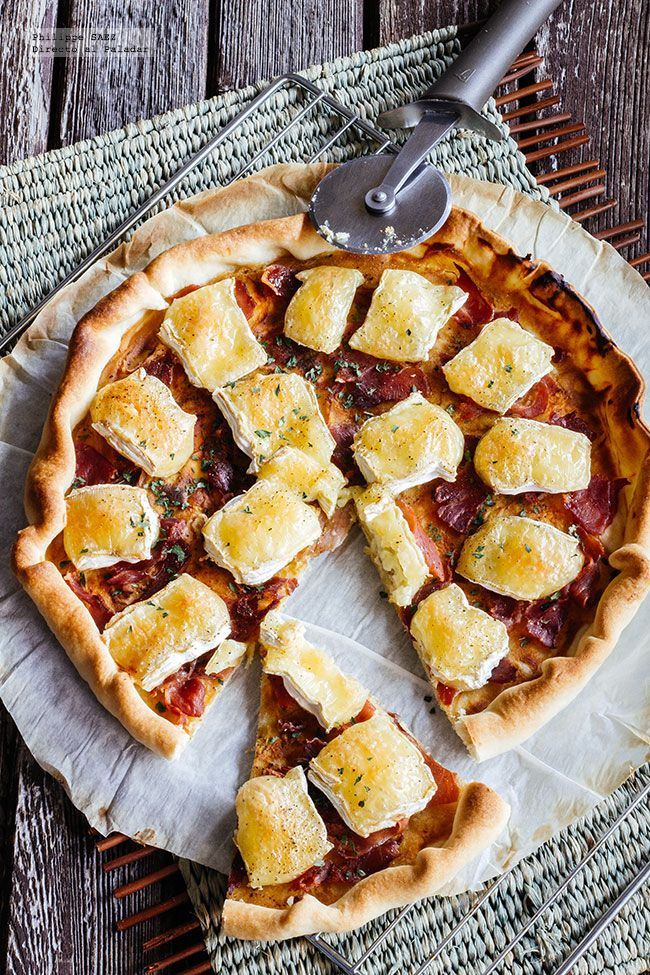 Receta de Tarta de queso camembert y jamón serrano. receta con fotografías del paso a paso y recomendaciones de degustación. recetas de tartas y pizzas