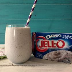 Oreo Cookies and Cream Smoothie. Makes 2 servings at about 133 calories each. So yummy! I've made 3 batches in 2 days