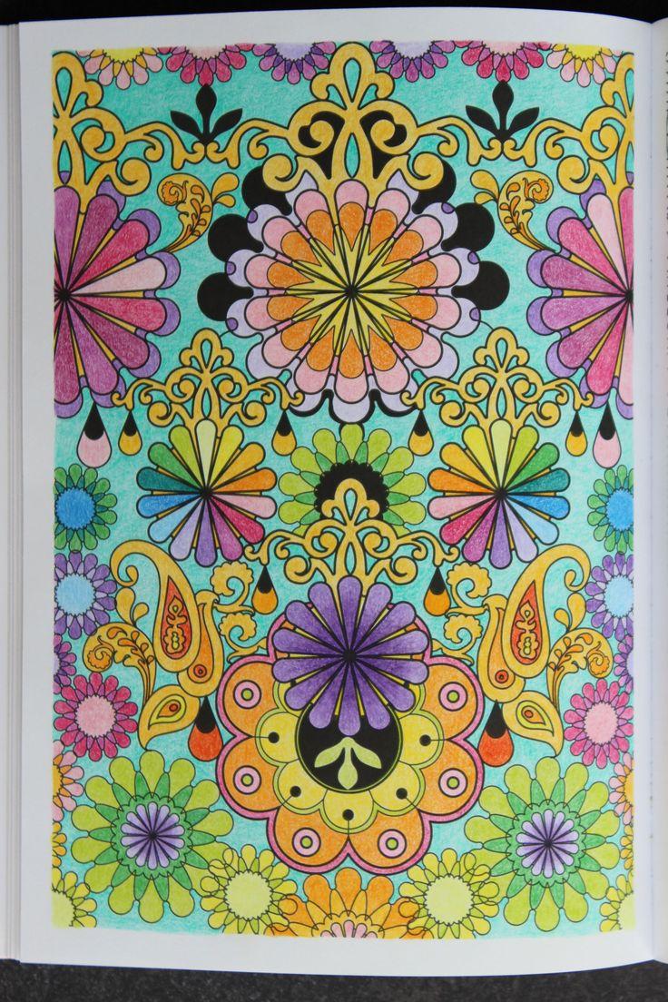 """Livre """"100 Mandalas anti-stress"""" Hachette - Crayons de couleurs divers"""