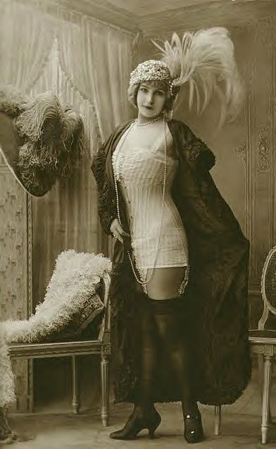 I would love to have this corset. Flapper era