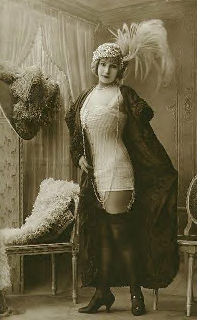 .Flappers Era, Vintage Postcards, Vintage Photos, Vintage Photographers, Edwardian Lady, Jeans Agelou, Pin Up, Risque Edwardian, Old Photographers