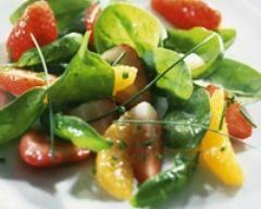 Salade d'épinards aux fraises (facile, rapide) - Une recette CuisineAZ