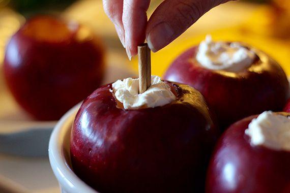 シャンパンの風味が贅沢な、ヘルシー焼きリンゴの簡単レシピ - RIEDEL(リーデル)