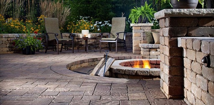 Cozy firepit and patio with seating. #UrbanaPaver #