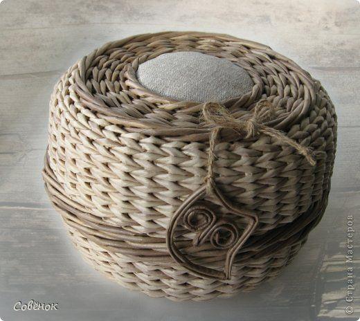 Поделка изделие Плетение Шкатулки из бумаги Бумага газетная Трубочки бумажные фото 12
