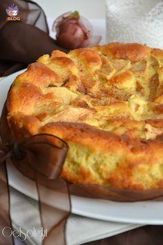 Cari lettori, oggi vi propongo un dolce fragrante e gustoso preparato senza grassi nell'impasto: la torta alle mele con yogurt. Tante mel