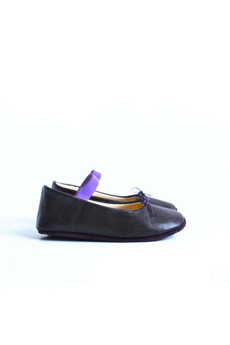 Leather baby ballerina shoes by MiniMo.