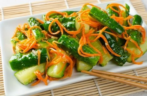 Шикарный салат из огурцов, моркови и имбиря