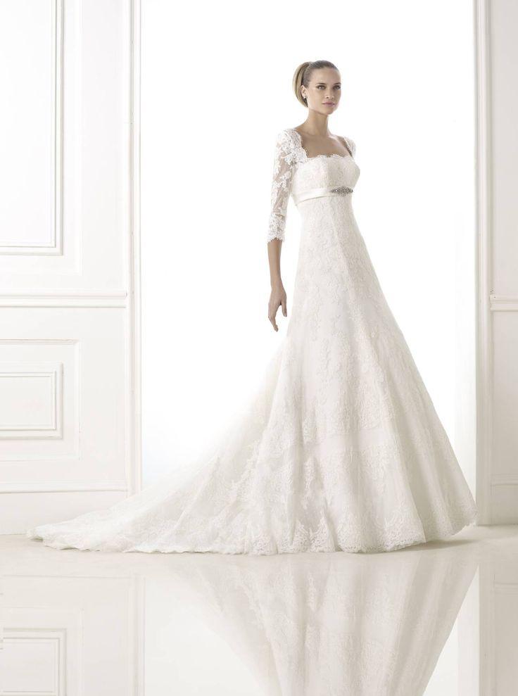 Brandie esküvői ruha - Pronovias 2015 kollekció - La Mariée Budapest szalon http://lamariee.hu/eskuvoi-ruha/pronovias-2015/brandie