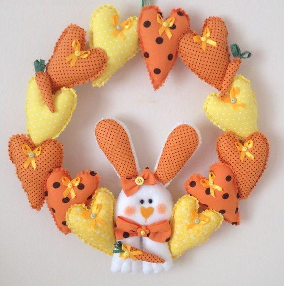 Espere o coelhinho com essa linda e animada Guirlanda de Páscoa! As cores podem ser padronizadas de acordo com a escolha do cliente!