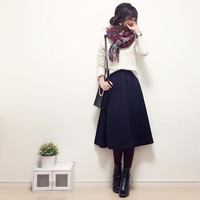 ・ こんばんは〜☺︎♡ ・ ・ 今日のコーデです♪ ・ ・ ネイビーのミディスカートにホワイトニットで 大人カジュアルな感じに(´ω`)♪ ・ ・ アウターバージョンは ブログにアップします♡ ・ ・ knit/tights#UNIQLO skirt#しまむら boots#gu bag#zara Watch#danielwellington ・ 15%off coupon:cest https://www.danielwellington.com/jp/ ・ ・ #handmadeaccessory#fashion#outfit#code#kurashiru#ponte_fashion#ジユジョ#ハンドメイドアクセサリー#プチプラ#プチプラコーデ#プチプラファッション#シンプル#シンプルコーデ#コーデ#コーディネート#kaumo#ジーユー#gumania#locari#beaustagrammer#mineby3mootd#大人カジュアル#スナップミー#今日のコーデ