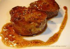 J'ai repéré cette recette sur le blog &Les Envie d'Emilie et j'avoue que sa photo m'a mise l'eau à la bouche. Du coup j'ai eu envie de la tester... C'est vraiment hyper simple à préparer et le petit goût de miel apporte une touche d'originalité à la viande...