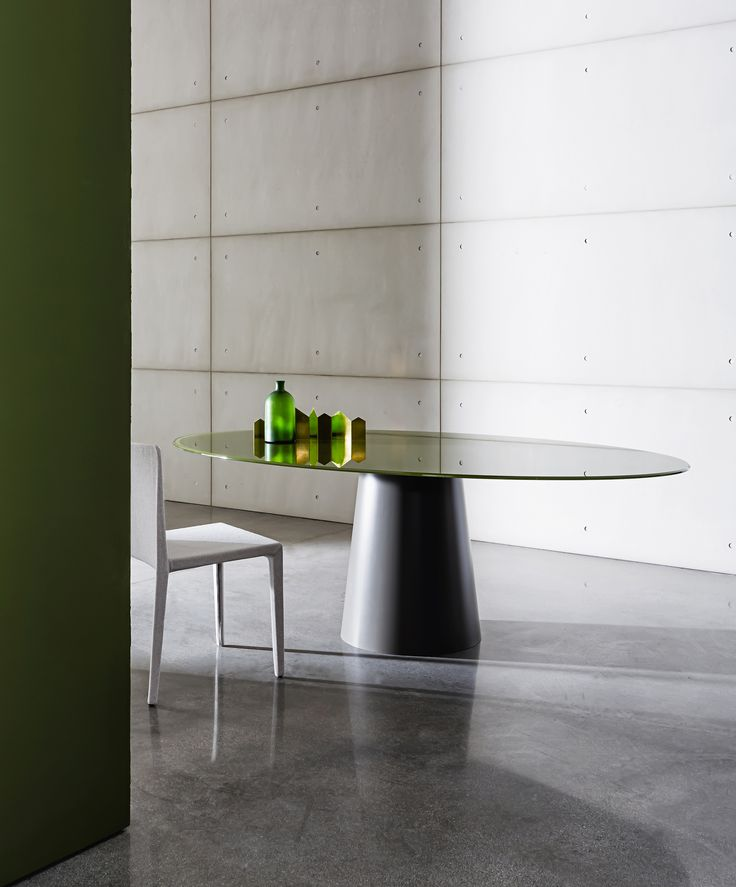 Totem table & Pura chairDiscover the minimal shapes of Totem table for home and contract spaces. It perfectly matches with versatile and ergonomic Pura chair available in different coverings from fabric to leather. #Sovetitalia #glassdesign #MadeInItaly #furniture #archilovers #designlover #design #inspiration #home #decor #interiors