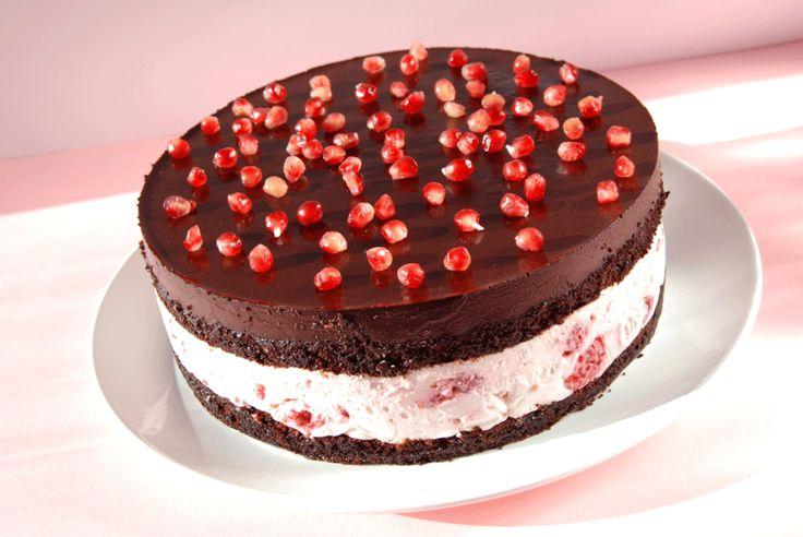Ez a torta a keresztlányom barátjának készült, a születésnapjára. Együtt ötleteltünk Timivel, a legfontosabb információ volt, hogy az ü...