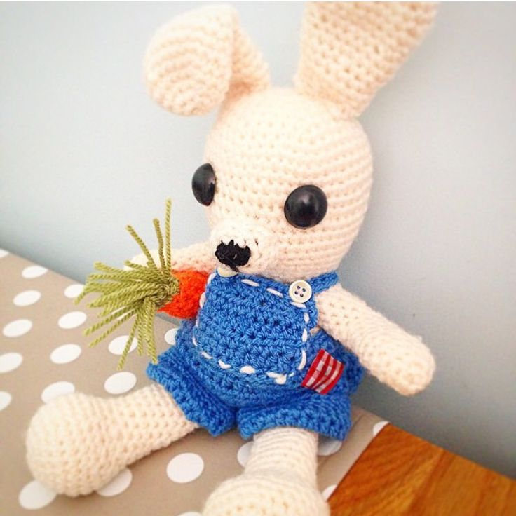 Amigurumi Dress Me Up Bunny with removable Dungarees and carrot