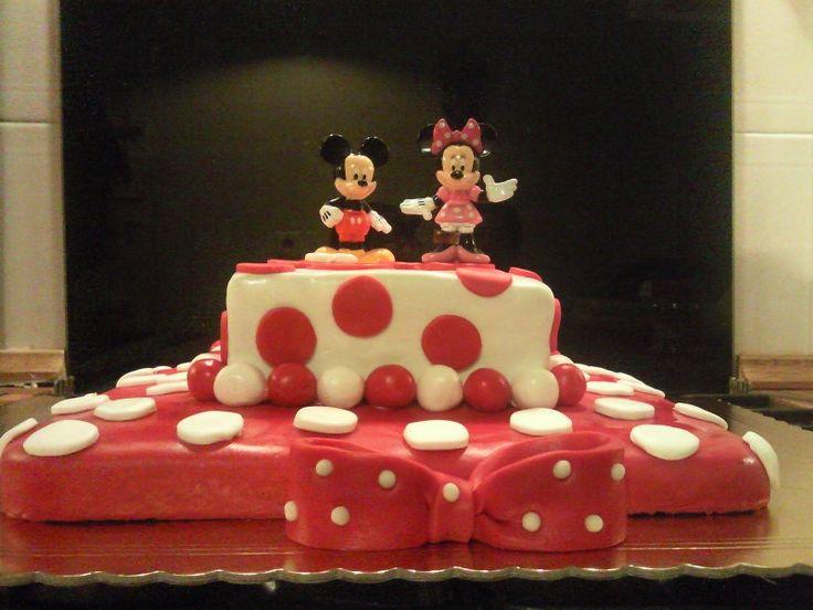 O bolo da Minnie e do Mickey da Catarina