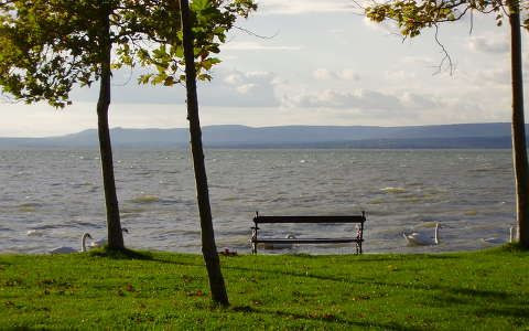I uploaded this photo of Lake Balaton in 2008 to a wallpaper site. It's still one of my favourite pictures.  Feltöltve: 2008. feb. 18. - Nezi, legnagyobb felbontás: 1600x1200