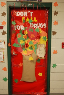 Donu0027t Fall for Drugs door bulletin board decoration for a classroom & 24 best Red Ribbon Week images on Pinterest | Red ribbon week ... pezcame.com