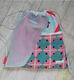 Łasica uszyła worek z tkanin zaprojektowanych przez Amy Butler