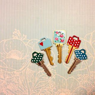 pApEr cLiPPiNgS oF a WaNdEriNg ArTiSt: DIY: Vintage Rose Key