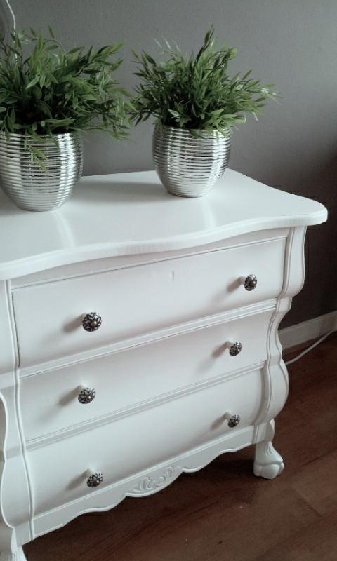 Restyled grandma's little cupboard: Restyl Grandma, Pretty Chest