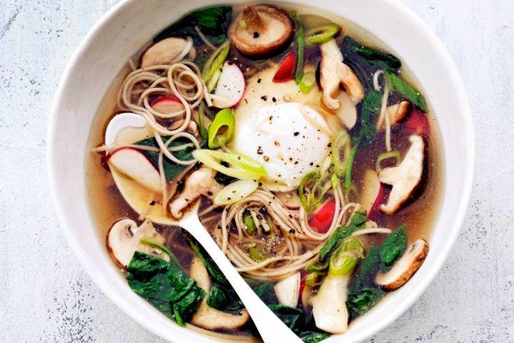 Kijk wat een lekker recept ik heb gevonden op Allerhande! Sobanoedelsoep met paddenstoelen en ei