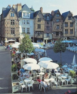 Place Plumereau; Tours, France