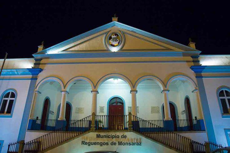 Reguengos de Monsaraz: Paços do Concelho iluminado de azul no Dia Mundial da Consciencialização do Autismo | Portal Elvasnews