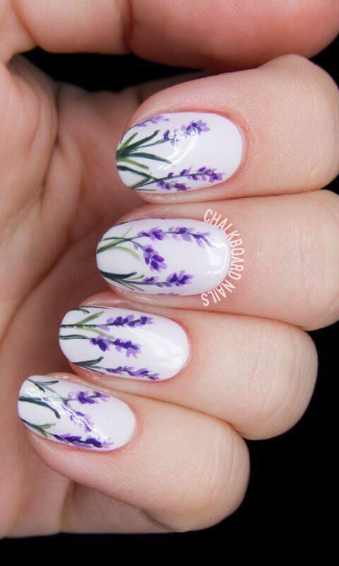 DIY Nageldesign Ideen für Frühlingsnägel - Nageldesign mit blühendem Lavendel