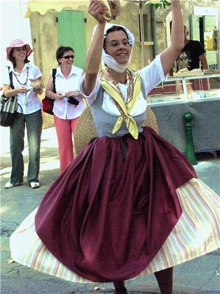 Традиционные костюмы во франции