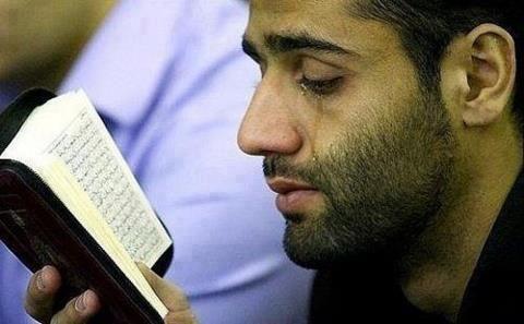 Semua tentang Agama Islam: Hati Bergetar dan Menangis Ketika Membaca Al Quran
