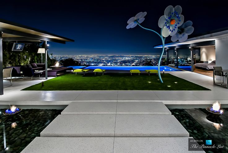 Check out the giant flower.  Pretty cool! Hopen Place Residence - 9010 Hopen Place, Los Angeles, CA