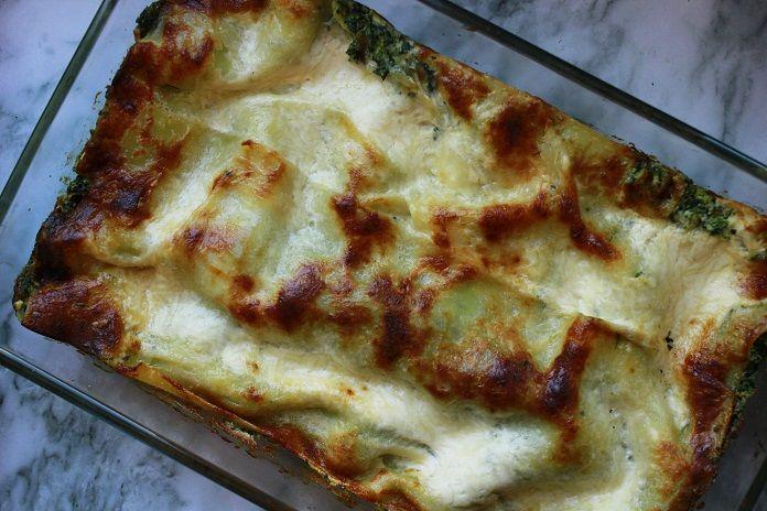 Rychlé lasagne se špenátem zvládnete, i když nepohybujete v kuchyni denně. Díky ricottě a sójové smetaně jsou jemné a lehoučké. Vyzkoušejte je!