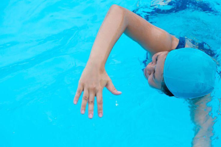 Większość dzieci bardzo chętnie bierze udział w zajęciach nauki pływania. Nieco gorzej jest z dorosłymi, którzy nierzadko traktują brak podstawowych umiejętności pływackich jako powód do wstydu