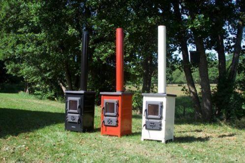 Houtkachel kolenkachel emaille Specificatie:  - Afmetingen: 720x400x400 mm  - Afmeting brandkamer: 265x220x300 mm  - Vermogen: 6 KW  - Gewicht: 51 kg  - Rookgasafvoer: 120 mm  - boven aansluiting  - Bovendek en deuren zijn van gietijzer.  - Kachel van geemailleerd staal  - Kleur: Zwart,Crème,Rood,Grijs  - Houtverbruik: 1,6 kg/uur
