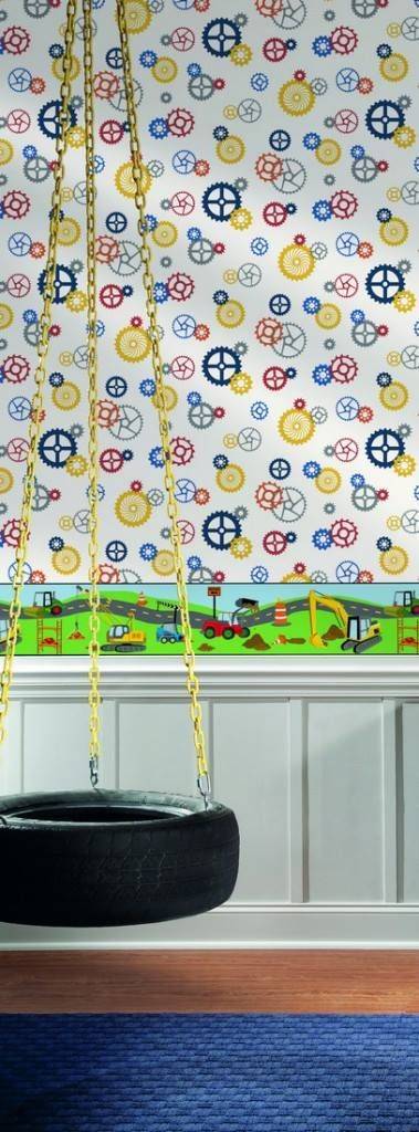 """#Papelpintado infantil con divertidas ruedas dentadas simulando pequeños y grandes engranajes. En la fotografía aparece combinado con una #cenefa de #coches y #excavadoras. Es de la colección """"Waverly Kids"""", de la casa americana de papel pintado York. Mira los colores disponibles aquí: http://papelespintadosdecorativos.com/shop/infantil-y-juvenil/papel-pintado-ruedas-dentadas-del-catalogo-waverly-kids-disponible-3-colores/"""