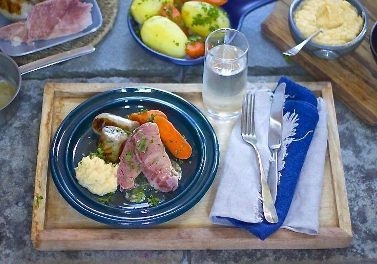 Saltkjøtt, grove pølser, kålstappe og poteter på feittirsdag