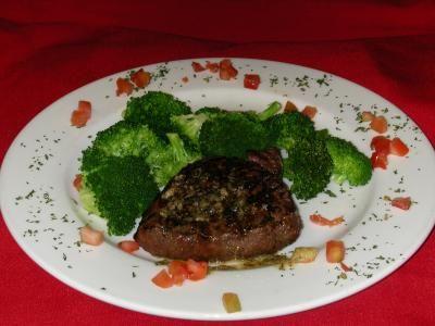 Notre recette de hamburger steak à la lyonnaise est toute simple et rapide à cuisiner. C'est bon à s'en lécher les doigts.
