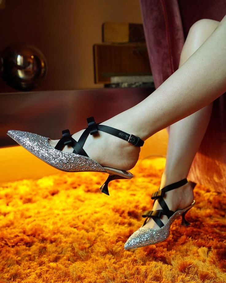 7,189 отметок «Нравится», 72 комментариев — Miu Miu (@miumiu) в Instagram: «Sparkling shoes and satin bows…living in a modern fairy tale. #MiuMiu»